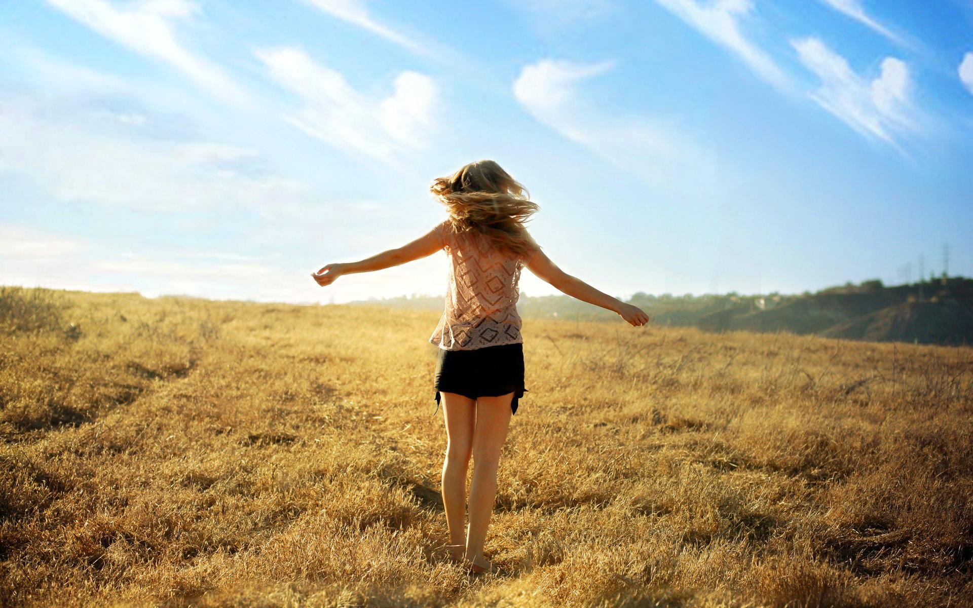 GIRL-SUMMER-FIELDS