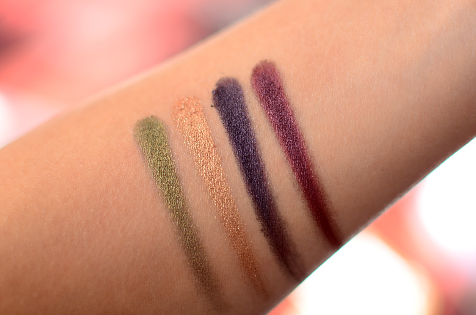 Mary-Kay-Mineral-Eye-Color-Quads-Autumn-Leaves-Swatch-Limited-Edition-Hoilday-2014-Review